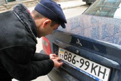 zaporozhecz-voroval-avtomobilnye-nomera-i-treboval-za-nih-dengi.jpg