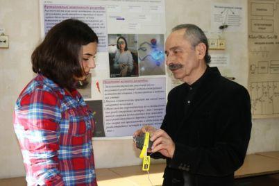 zaporozhskaya-studentka-izobrela-pribory-dlya-reabilitaczii-posle-insulta.jpg