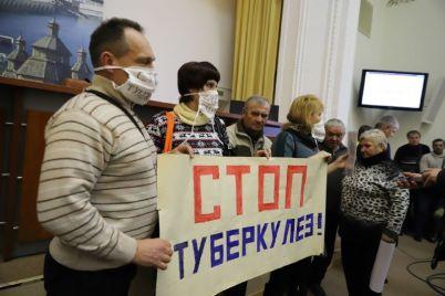 zaporozhskie-ftiziatry-vyshli-na-miting-prosyat-ih-ne-sokrashhat-foto.jpg