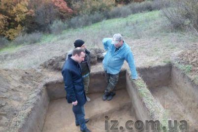 zaporozhskie-istoriki-obnaruzhili-na-horticze-interesnuyu-nahodku.jpg