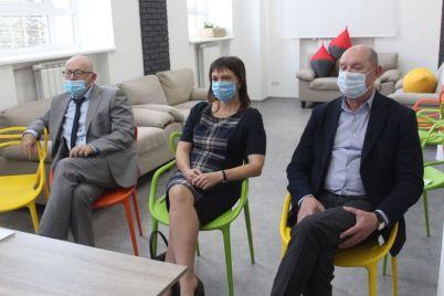 zaporozhskie-mediki-uznali-u-franczuzskih-kolleg-kak-oni-lechat-koronavirus-foto.jpg