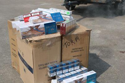 zaporozhskie-nalogoviki-zhgli-kontrabandnye-sigarety-foto.jpg