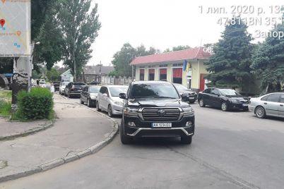 zaporozhskie-parkovshhiki-v-iyune-vypisali-shtrafov-na-382-tysyachi-griven-uspeli-oshtrafovat-deputata-top-chinovnikov-i-generala-policzii.jpg