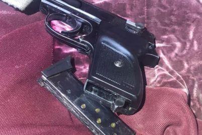zaporozhskie-patrulnye-obnaruzhili-v-avto-peredelannyj-pistolet-foto.jpg