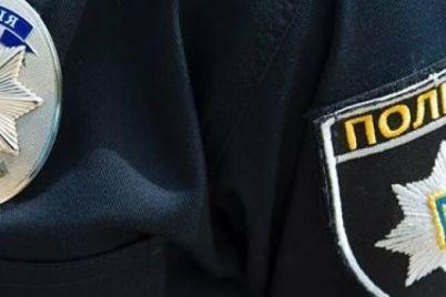 zaporozhskie-patrulnye-spasli-pozhiluyu-zhenshhinu-kotoraya-upala-i-dva-dnya-prolezhala-v-zapertoj-kvartire.jpg