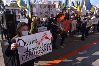 zaporozhskie-restoratory-vyshli-na-miting-protiv-karantinnyh-ogranichenij-foto.jpg