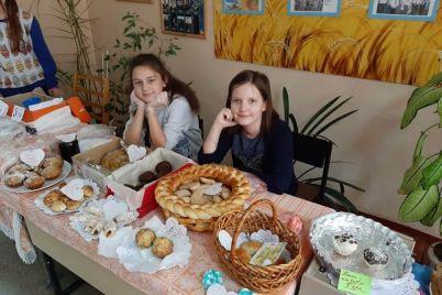 zaporozhskie-shkolniki-sami-zarabotali-dengi-na-lavochki.jpg
