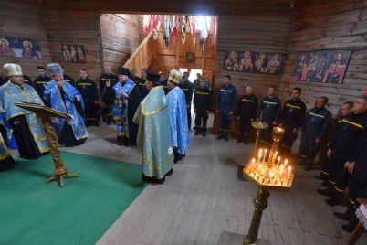 zaporozhskie-spasateli-prinyali-uchastie-v-liturgii-na-horticze-foto.jpg