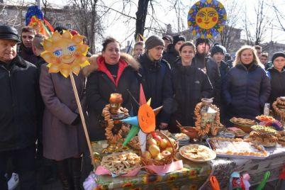 zaporozhskie-studenty-otmetili-masleniczu-na-glavnom-prospekte-foto.jpg
