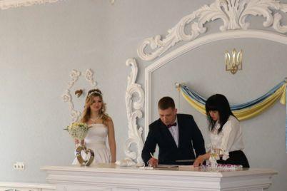 zaporozhskie-vlyublennye-zhenyatsya-14-fevralya-chtoby-ne-zabyt-godovshhinu-svadby-foto.jpg