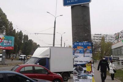 zaporozhskie-voditeli-massovo-parkuyutsya-na-ostanovkah-foto.jpg