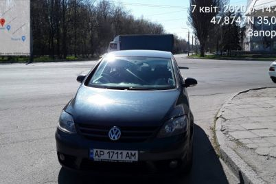 zaporozhskie-voditeli-parkuyutsya-s-narusheniyami-dazhe-na-pustyh-uliczah-foto.jpg