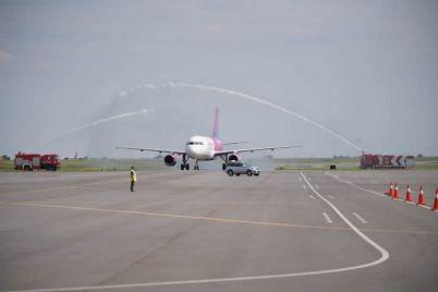 zaporozhskij-aeroport-prinyal-pervyj-rejs-vengerskogo-loukostera-wizz-air.jpg