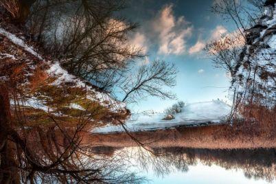 zaporozhskij-fotograf-pokazal-zimnyuyu-krasotu-urochishha-vdol-dnepra-foto.jpg