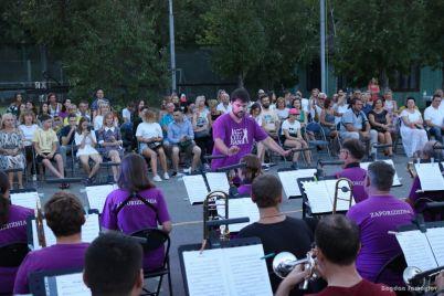 zaporozhskij-orkestr-dal-konczert-vozle-dnepra-foto-video.jpg