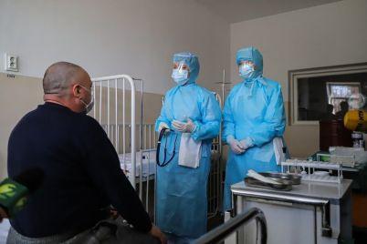 zaporozhskim-medikam-kotorye-boryutsya-s-koronavirusom-vtroe-uvelichat-oklady.jpg
