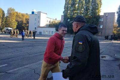 zaporozhskuyu-chast-pokinuli-soldaty.jpg