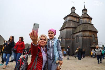 zaporozhskuyu-sech-na-horticze-otkryli-dlya-turistov-pravila-poseshheniya.jpg