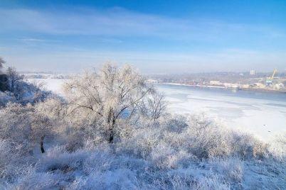 zasnezhennyj-ostrov-horticza-v-zaporozhe-vyglyadit-prosto-skazochno-foto.jpg