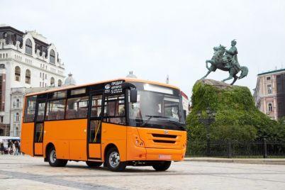 zaz-prezentoval-novuyu-model-prigorodnogo-avtobusa.jpg