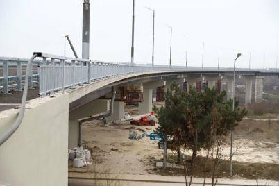zelenskij-hochet-zavershit-stroitelstvo-zaporozhskih-mostov-ko-dnyu-nezavisimosti-ukrainy.jpg
