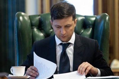 zelenskij-prisvoil-pochetnye-zvaniya-i-vruchil-medal-zaporozhskim-sportivnym-treneram.jpg