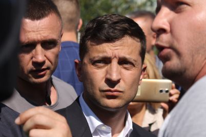 zelenskij-v-zaporozhe-gendirektor-ukrgidroenergo-poobeshhal-uvolitsya-esli-vovremya-ne-zakonchit-remont-plotiny-foto.jpg