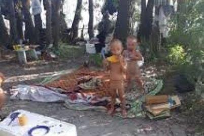 zhenshhinu-kotoraya-ostavila-svoih-maloletnih-detej-v-tabore-bezdomnyh-nakazhut-adminprotokolom.jpg
