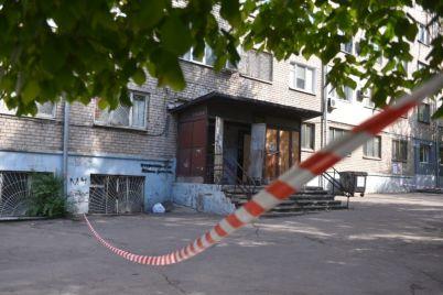 zhilczov-zaporozhskogo-obshhezhitiya-gde-obnaruzhili-vspyshku-koronavirusa-vypuskayut-na-uliczu-s-sobakami-foto.jpg