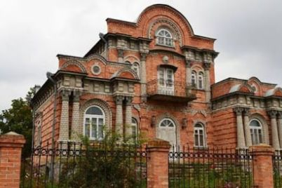 zhitel-zaporozhskoj-oblasti-postroil-kopiyu-starinnoj-cherkasskoj-usadby-foto.jpg