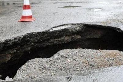 zhitel-zaporozhya-provalilsya-pod-asfalt-v-czentre-goroda-foto.jpg