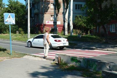 zhiteli-czentra-zaporozhya-prosyat-reshit-problemu-opasnogo-mosta.jpg