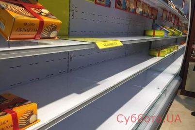 zhiteli-zaporozhya-opustoshili-polki-magazina-roshen-foto.jpg