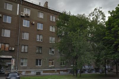 zhitlo-z-zagrozoyu-dlya-zhittya-u-seredmisti-zaporizhzhi-rozsipad194tsya-bagatokvartirnij-budinok.png