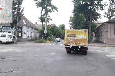 zhivit-smachno-v-zaporozhe-oshtrafovali-voditelya-gruzovika-kotoryj-priparkovalsya-na-perekrestke-foto.jpg