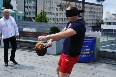zhonglirovanie-girej-vslepuyu-dostizheniya-zaporozhskogo-sportsmena-vneseny-v-knigu-rekordov-ginnessa.jpg