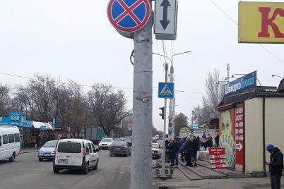 znaki-na-menya-ne-rasprostranyayutsya-voditelyu-sluzhebnogo-avto-gospredpriyatiya-vypisali-shtraf-za-parkovku-v-zapreshhennom-meste.jpg