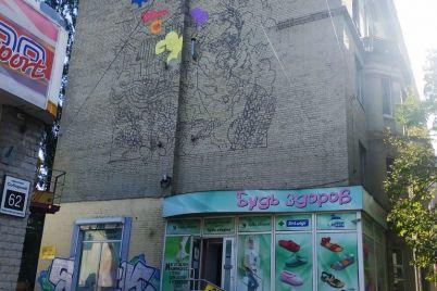 znamenityj-amerikanskij-hudozhnik-risuet-mural-v-staroj-chasti-zaporozhya-foto.jpg